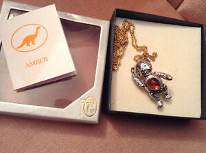 Jointed amber bear necklace/brooch