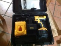 DEWALT DC733 CORDLESS DRILL WITH CHARGER AND 2 BATTERYS