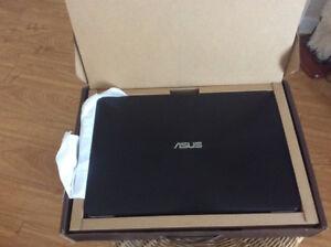 "ASUS vivobook 15.6"" AMD A10   8GB RAM 500GB HD, HDMI,like New!"