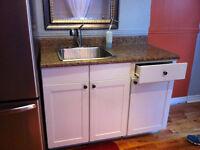Comptoir, évier et armoire