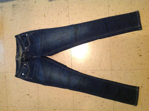 Women's Guess skinny jeans. Size M