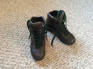 HIKING, OUTDOOR BOOTS - SIZE 8