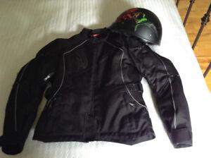 Manteau et casque de moto pour femme