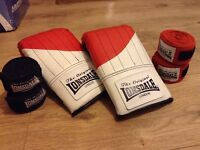 Lonsdale Boxing training gloves with 2 x boxing straps