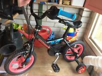 Toddlers bike with removable stabilisers
