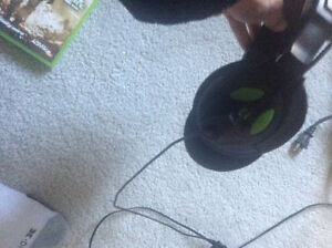 Xbox 360 slim come with turtle beaches both great condition London Ontario image 4