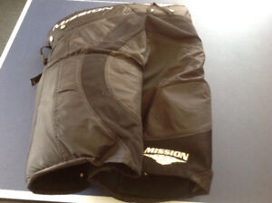 Men's  medium Mission hockey pants
