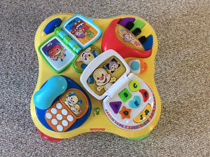 Fisher Price laugh&learn table