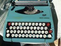 Typewriter Smith-Corona Corsair portable 1970s