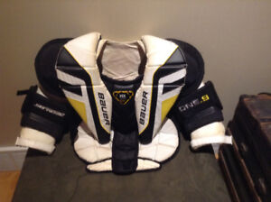 Bauer goalie chest protector Int. M