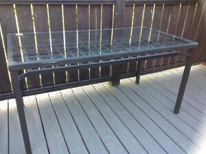 Table de terrese en verre et fer
