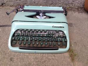 Vintage Portable Typewriter w/Carry Case