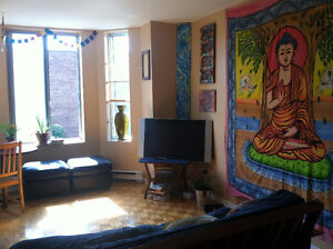 Plateau: Large bedroom w/balcony available Sept-October/November