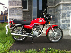 IMMACULATE CB125S ONLY 713 KMs!!