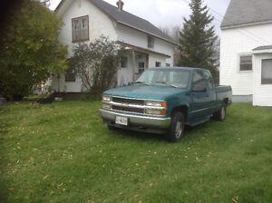 RARE CONDITION 1995 Chev 4-wheel drive truck 214,000 kms