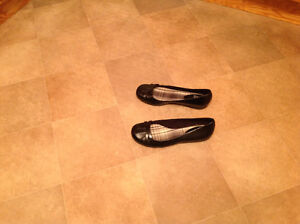 One pair black leather shoes