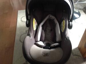 Siège pour bébé + objets gratuits