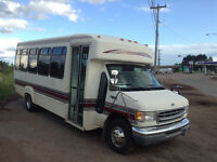 1999 E450 26 place bus cold air newMVI 106000kms extra clean v10