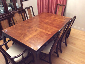 Dining set ( 6 chairs ) with hutch and extra leaves