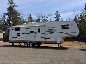 This 2006 31' Copper Canyon fifth wheel is in real good conditio