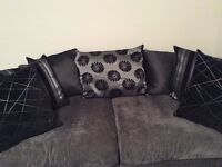 Stunning grey and white fleck DFS sofas 3 piece suite