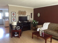 Large top duplex move in ready rent plus $150.00 utility