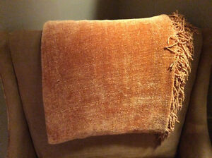 Large orange throw/2 custom made pillows/2 orange vases/free tra