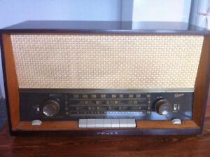 Belle radio antique