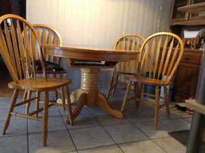 Beautiful oak table and  four chairs