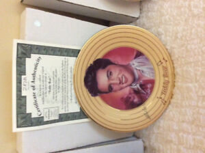 COLLECTABLE ELVIS WALL PLATES