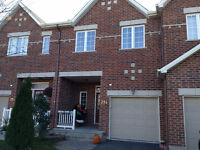 Modern townhouse with hardwood floor and walkout basement -Feb1