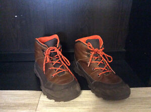 Boy's Hiking shoes. Joe Fresh. Size 6