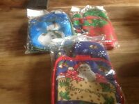 Job lot 110 Christmas oven glove sets ideal for stall