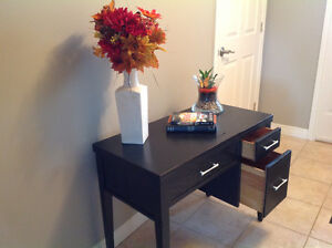 Entry-Way Table or Beautiful Desk, with 2 useable drawers Windsor Region Ontario image 2