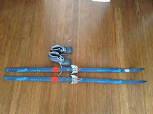 Ski et chaussures de ski de fond a 3 trous