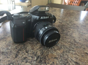 Nikon F-601 SLR camera, mint condition w/ Nikon lense