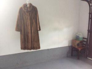 Manteau de fourrure en vision pour femme