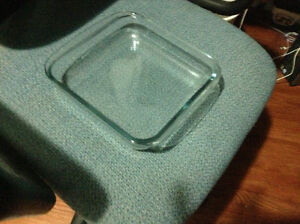 Very clean Pyrex baking dishes for sale