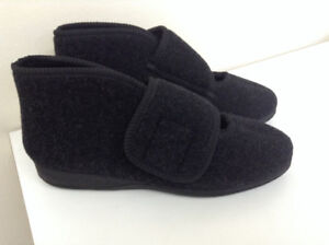 Adjustable-Width Foamtreads Slippers – Size 9 – BRAND NEW IN BOX