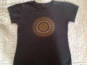 NEW HAND BEADED TEE SHIRT MADE IN THAILAND SIZE SMALL