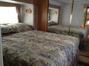 2000 - 28' fifth wheel with 2 slides