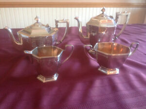 HOMES AND EDWARDS SILVERPLATE TEA SET