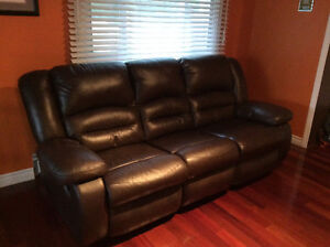 Reclining leather couch Kingston Kingston Area image 1