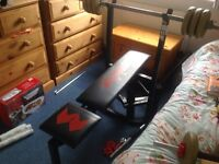 Weight bench with bar