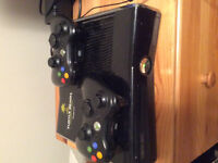 Xbox 360 250gb 11 games 2 controllers