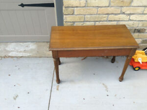 Great condition lift top piano bench for sale
