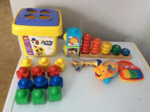 plusieurs lots de jouets