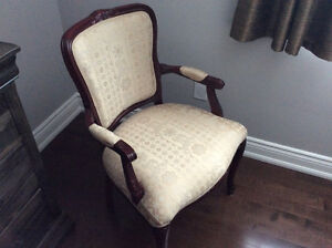VERY BEAUTIFUL CHAIR *** NEW LOW PRICE *** OPEN TO OFFERS !!!