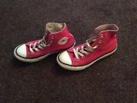 Hi top converse size 2 great condition