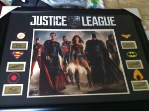 Justice League Picture ,with a error in the autographs